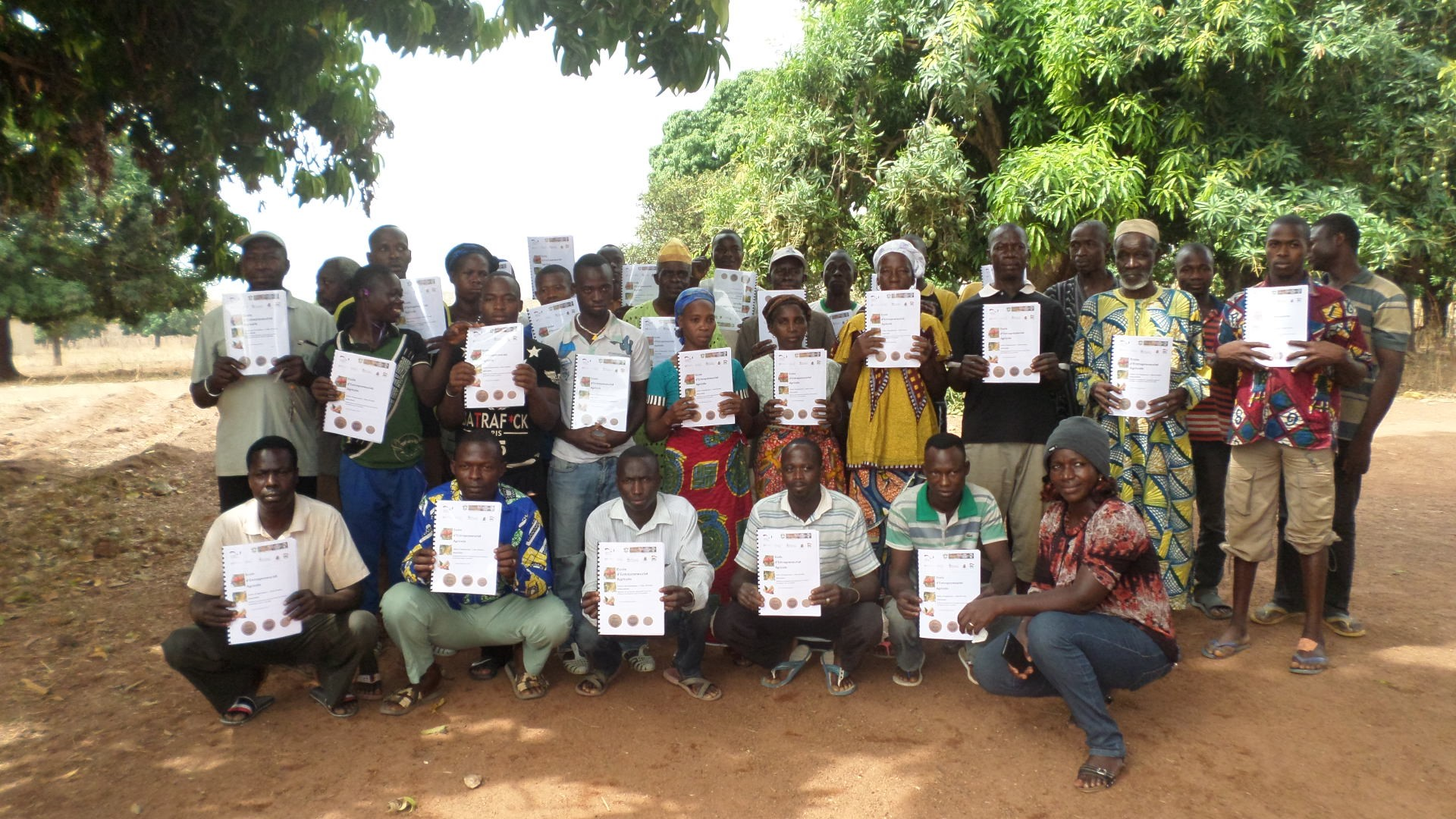 A group of cashew farmers trained on FBS in Côte d'Ivoire ©: Mohamed Salifou for GIZ/ComCashew